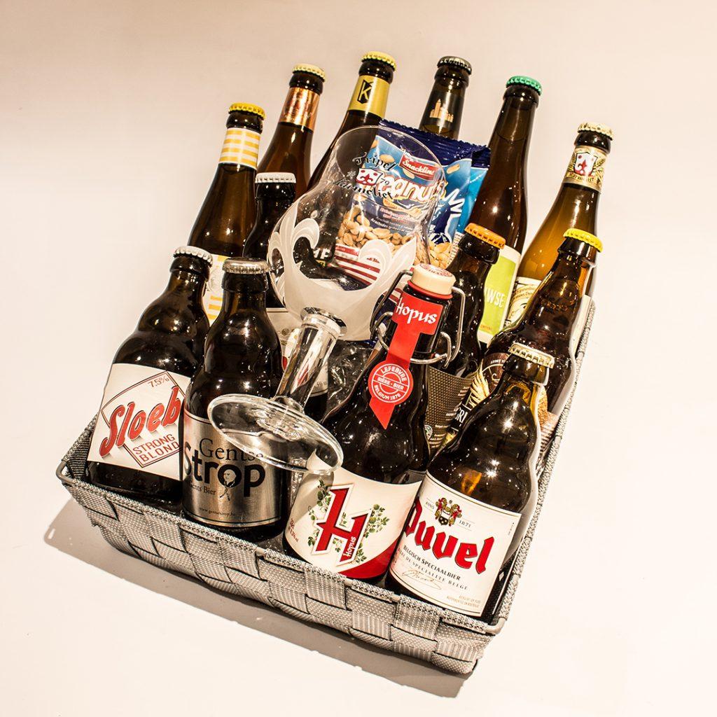 Een bierkorf gevuld met blonde bieren ter waarde van 30 euro