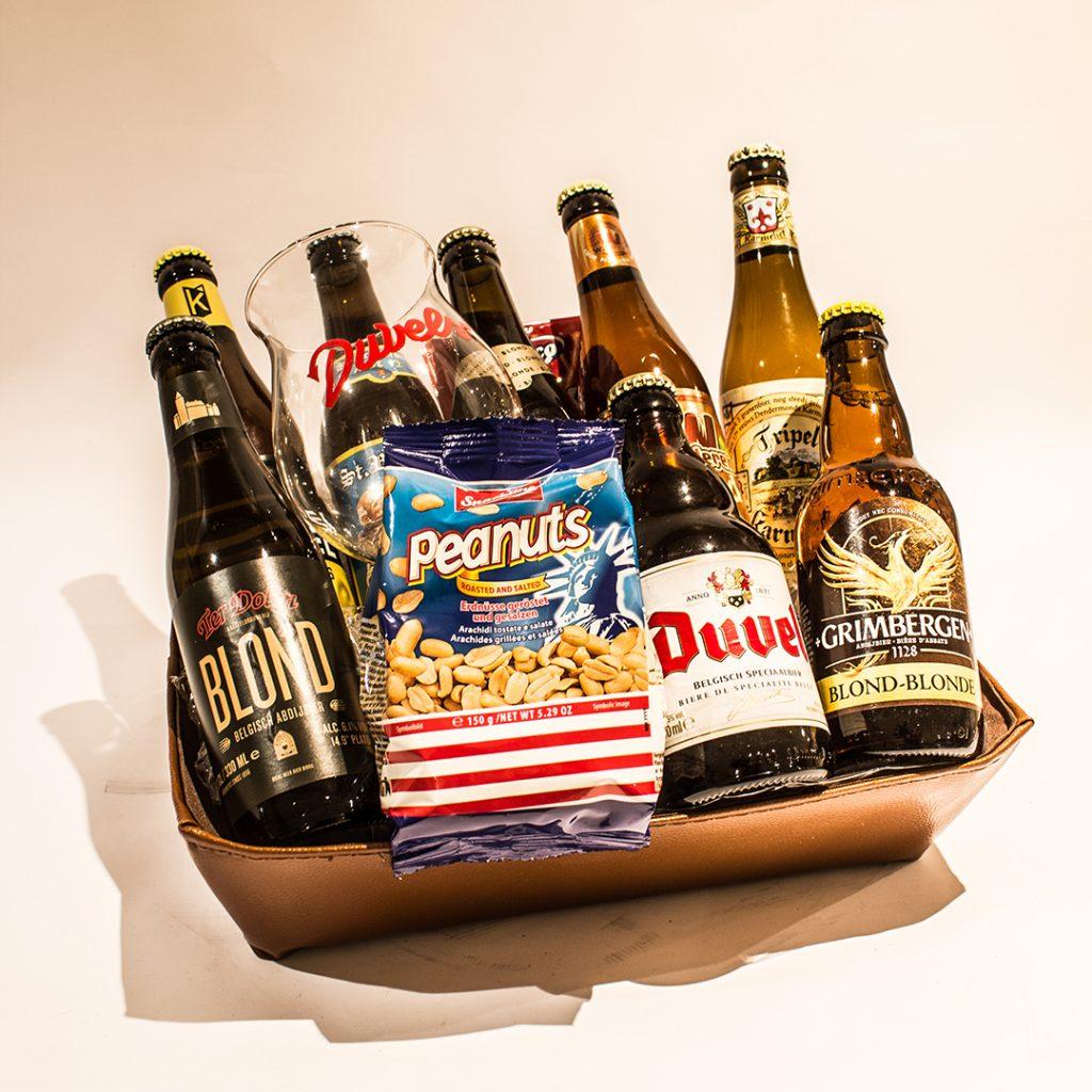 Lederen bierkorf met blonde bieren ter waarde van 25 euro